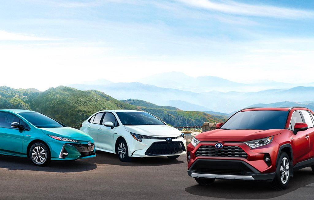 Here's-Your-Guide-to-Toyota's-Hybrid-Line-Up-for-2019